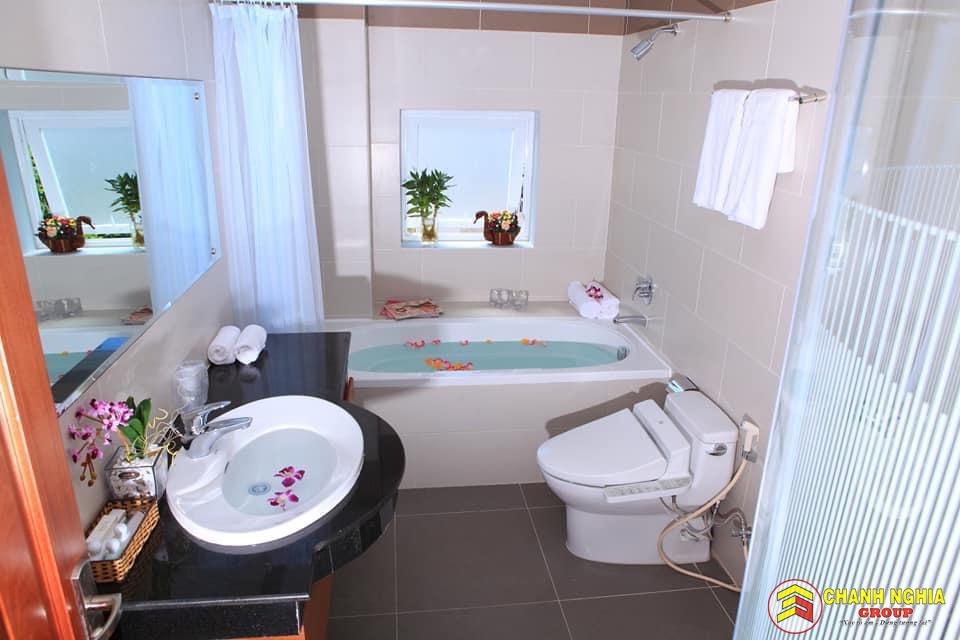 Nhà vệ sinh biệt thự tân cổ điển 3 tầng