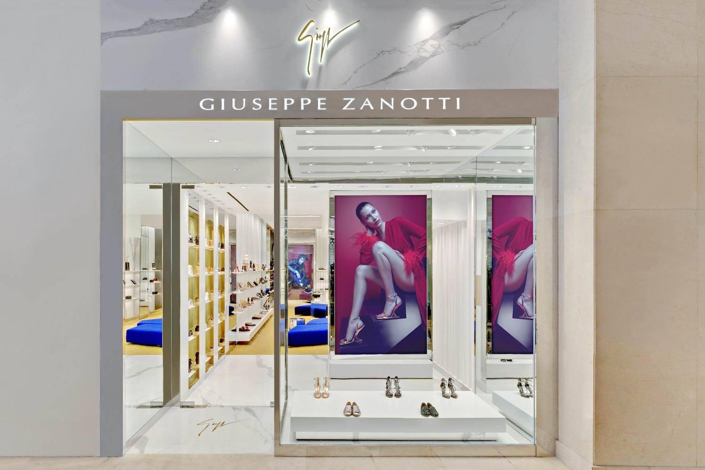 Các mẫu thiết kế showroom đẹp tại trung tâm thương mại năm 2021